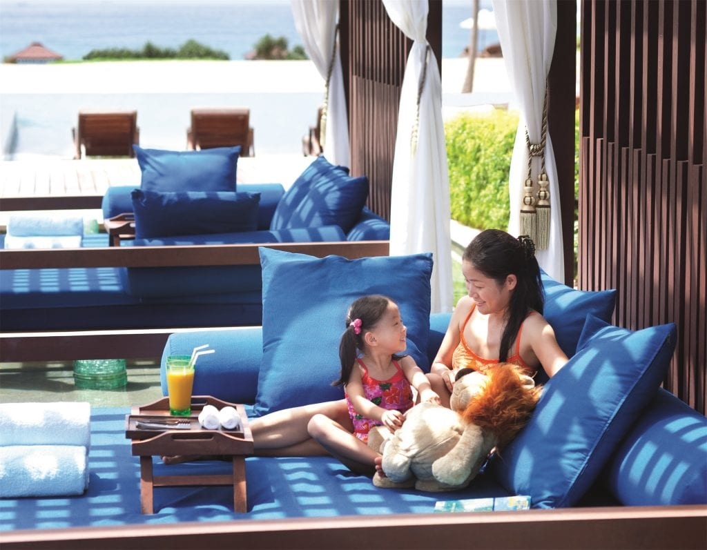 6城丽思卡尔顿酒店联袂开启夏日入住旅行清新体验