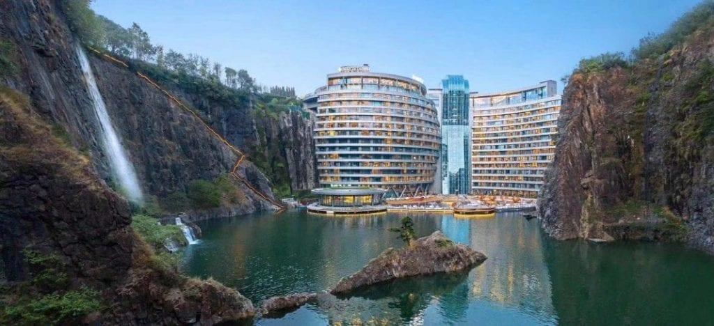 全球首个石坑内豪华酒店 上海佘山世茂洲际酒店开幕