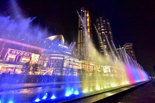 曼谷昭披耶河开放新景点 ICONSIAM推出东南亚最长水景